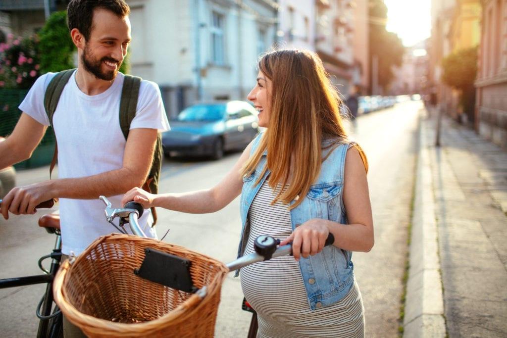 couple se baladant en vélo